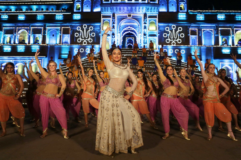 Sonakshi Sinha in Tevar Song- Radha Nachegi (2)