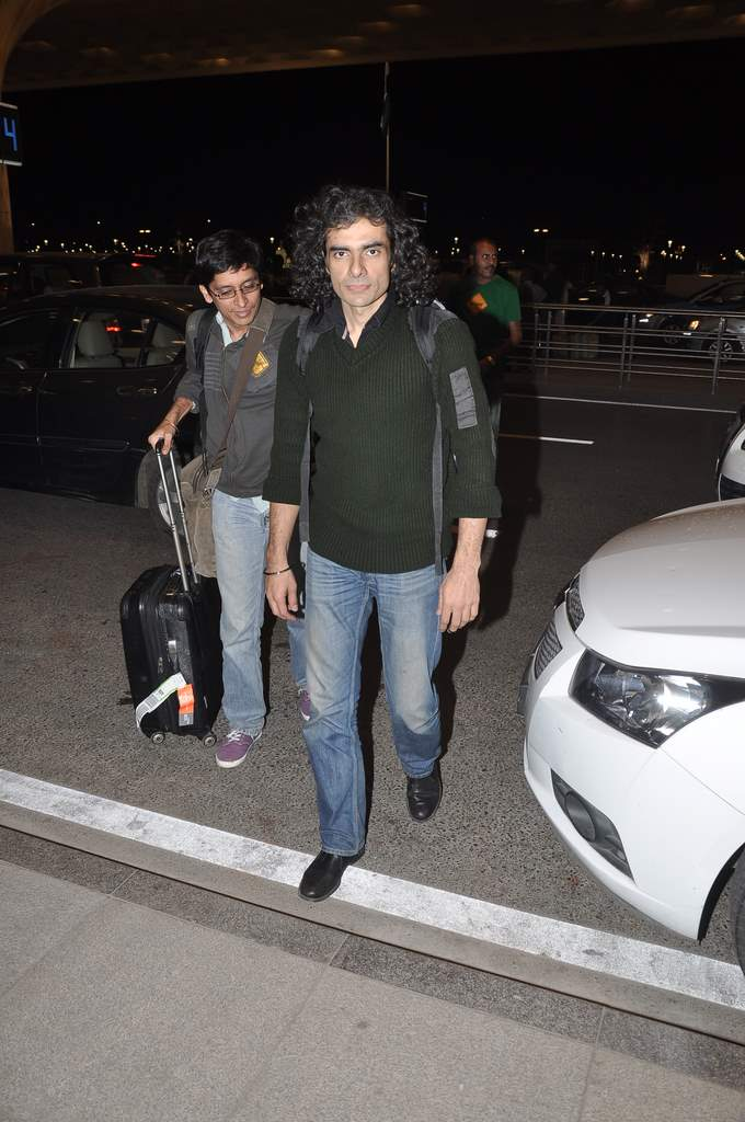celebs at airport (1)