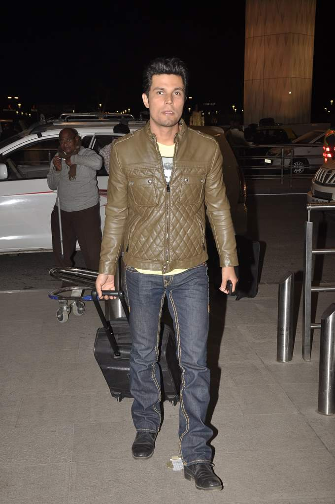celebs at airport (3)