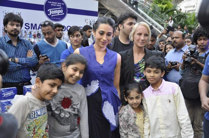 karisma kapoor at tempo event (3)