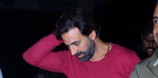 Akshay Kumar snapped entering hotel in Mumbai – Photos