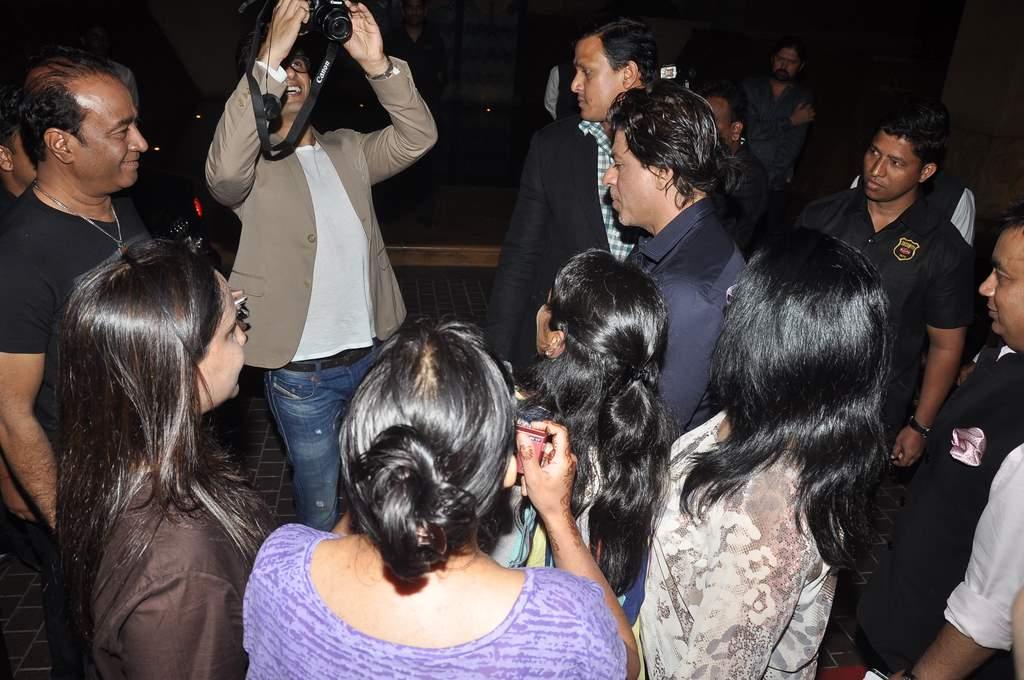 Shahrukh sings (2)