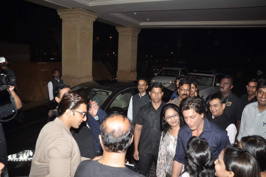 Shahrukh sings (4)