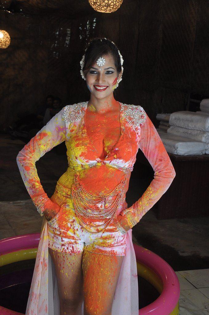 Tanisha holi (1)