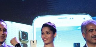 Freida Pinto launches Samsung Galaxy S5 in India