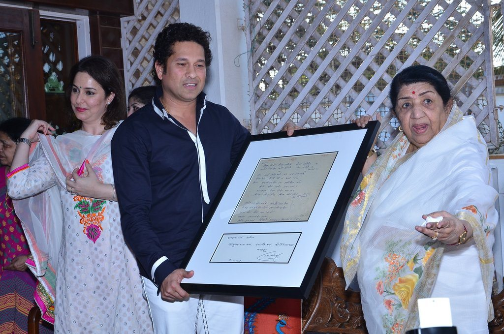 sachin lata honoured (2)