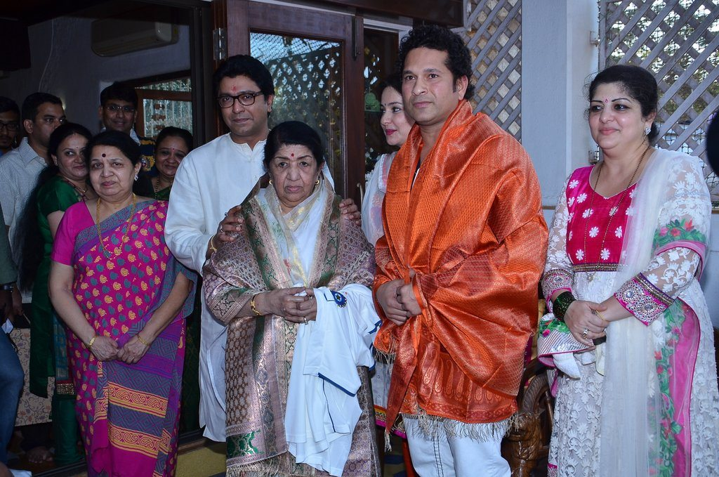 sachin lata honoured (3)