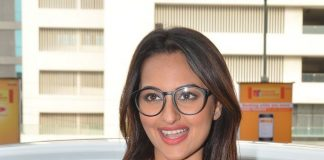 Sonakshi Sinha hosts Rio 2 screening for children