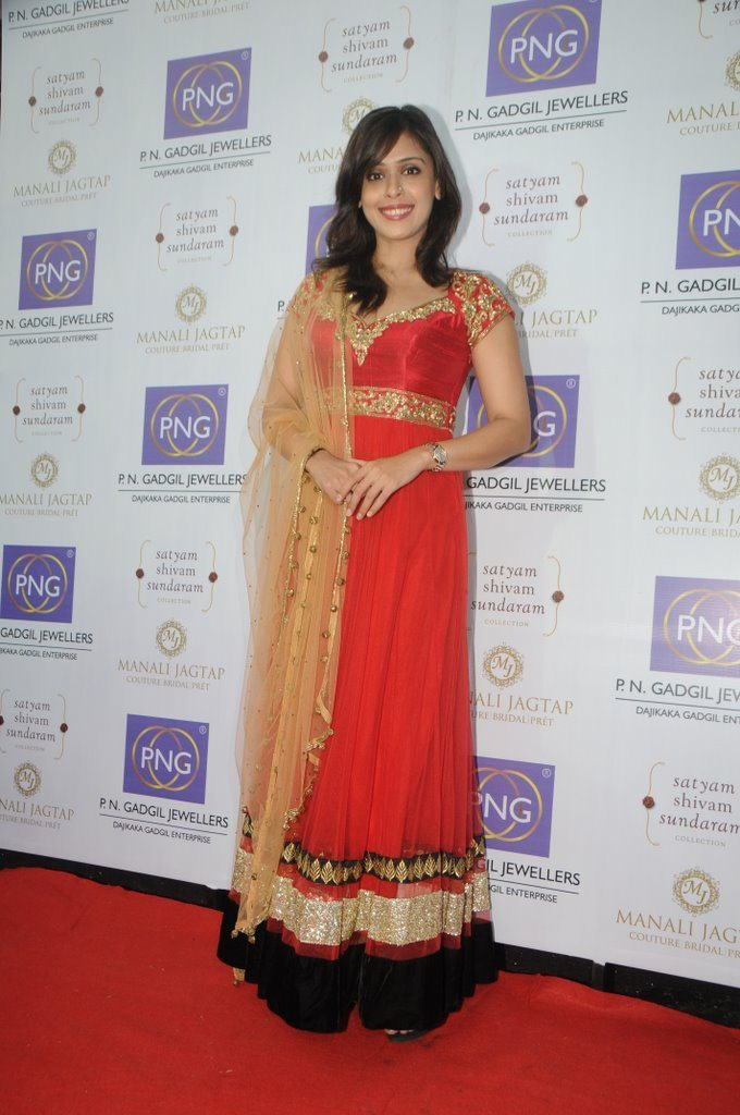 Hrishita Bhatt attended the new collection launch of P.N. Gadgil Jewellers in Mumbai.