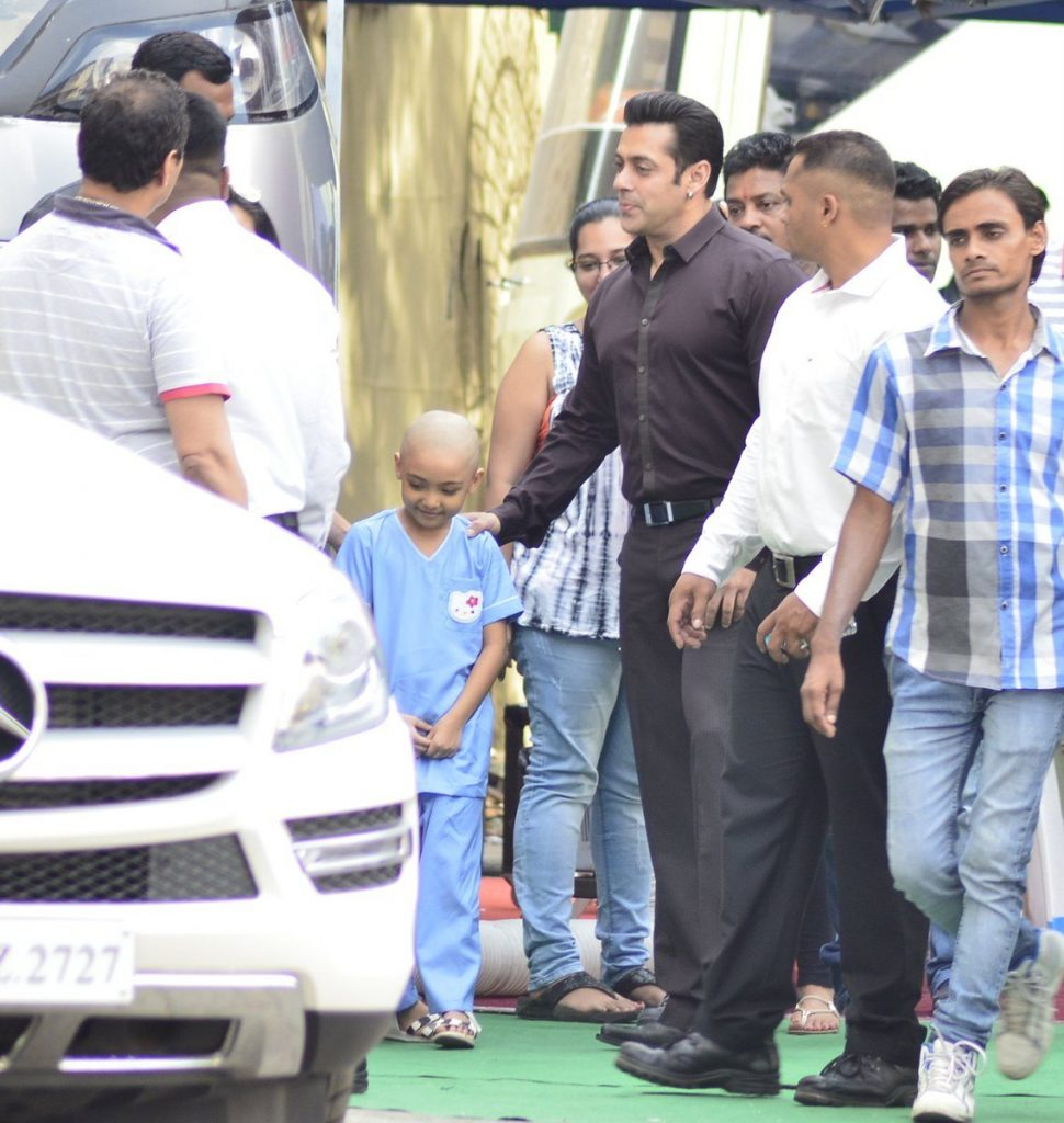 Salman Khan meets young Fan
