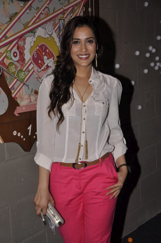 Rashmi_nigam_at_art_guild_house_launch41