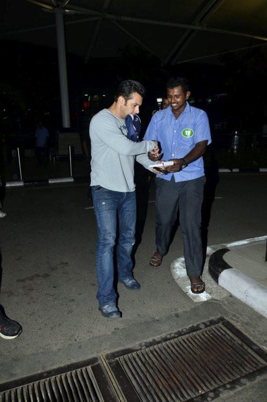 Salman_return_from_modi_swearing_ceremony7