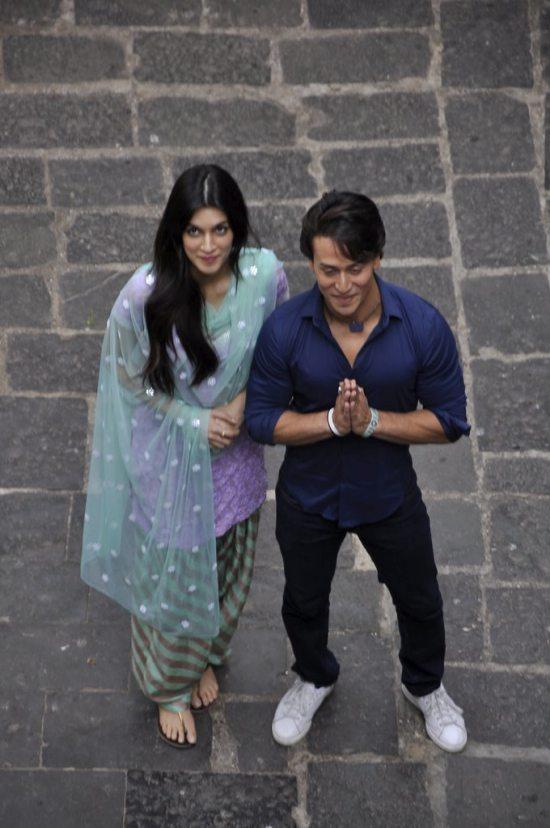 Tiger_and_Kriti_at_Babulnath12