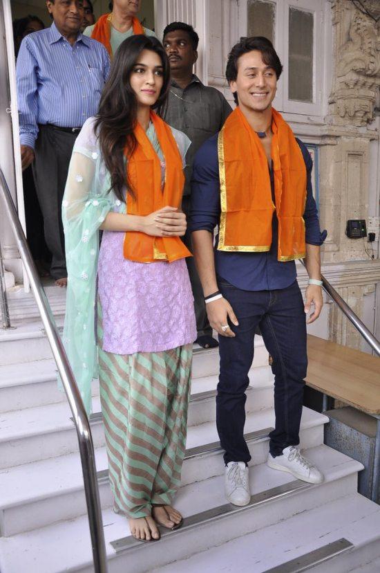 Tiger_and_Kriti_at_Babulnath40