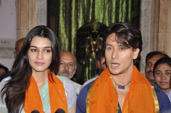 Tiger_and_Kriti_at_Babulnath41