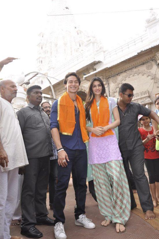 Tiger_and_Kriti_at_Babulnath47