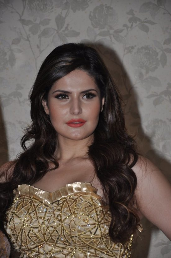 Zareen_Khan_at_Amy_Billimoria_store21