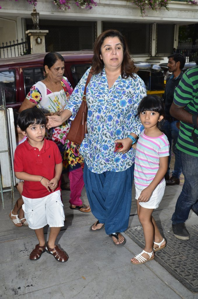 Farah Khan with children