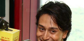 Tiger Shroff, Kirti Sanon promote Heropanti at Radio Mirchi
