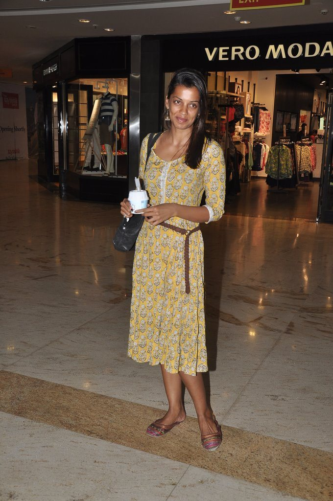 mugdha shopping (3)