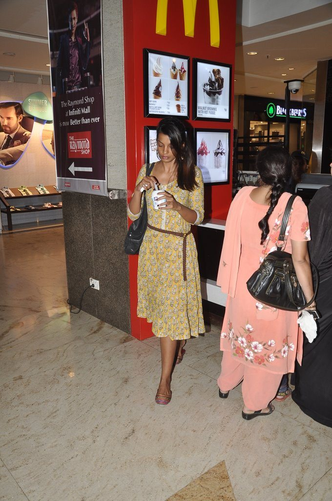 mugdha shopping (4)