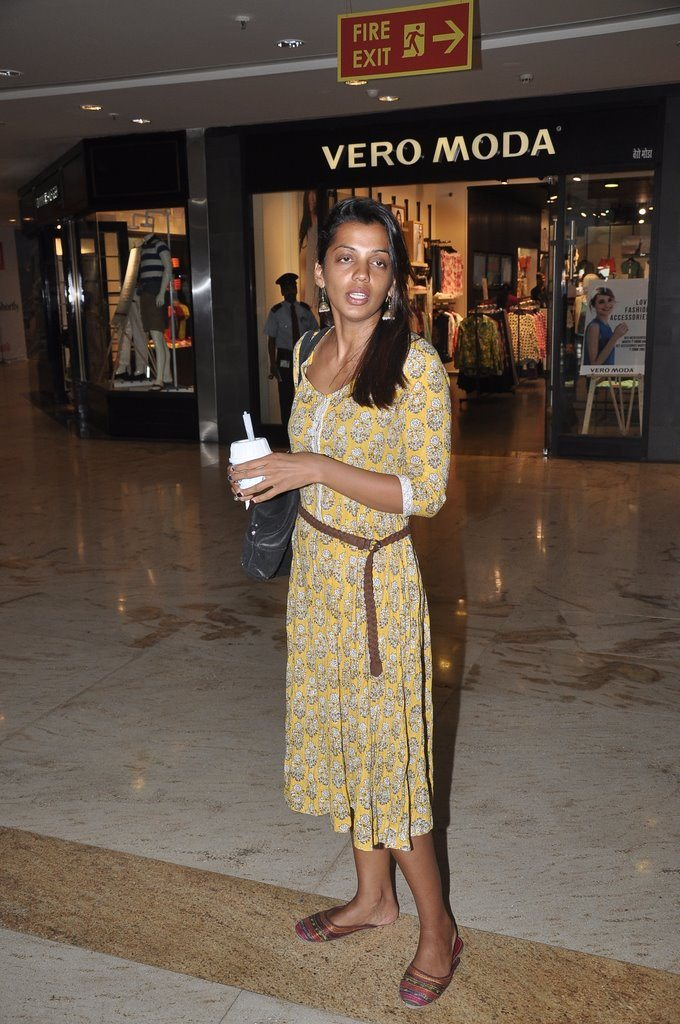 mugdha shopping (5)
