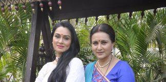 Poonam Dhillon and Padmini Kolhapure snapped on sets of Ekk Nayi Pehchaan