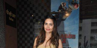 Esha Gupta holds special screening of Humshakals