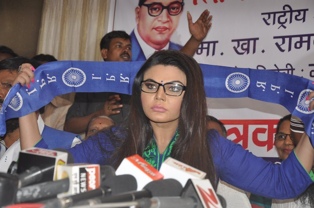 Rakhi sawant party (1)
