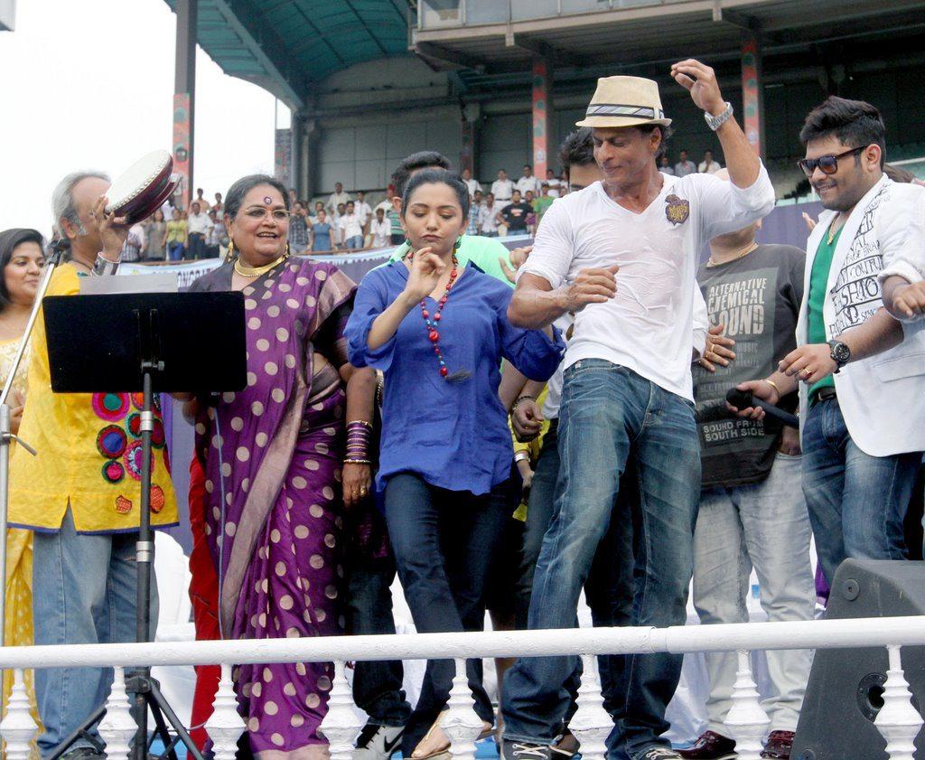 SRK celebrates (11)