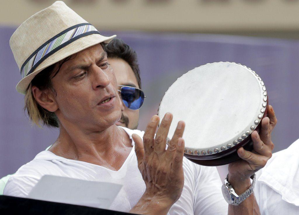 SRK celebrates (4)