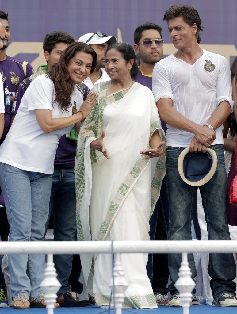 SRK celebrates (5)