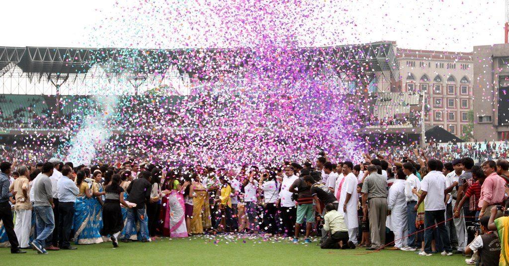SRK celebrates (8)