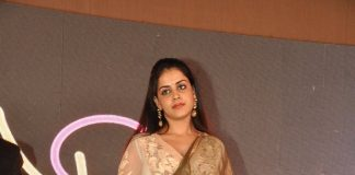 Genelia D'souza shows off her baby bump  – Photos