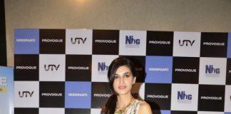 Kriti Sanon paired with Akshay Kumaar for Singh is Bling