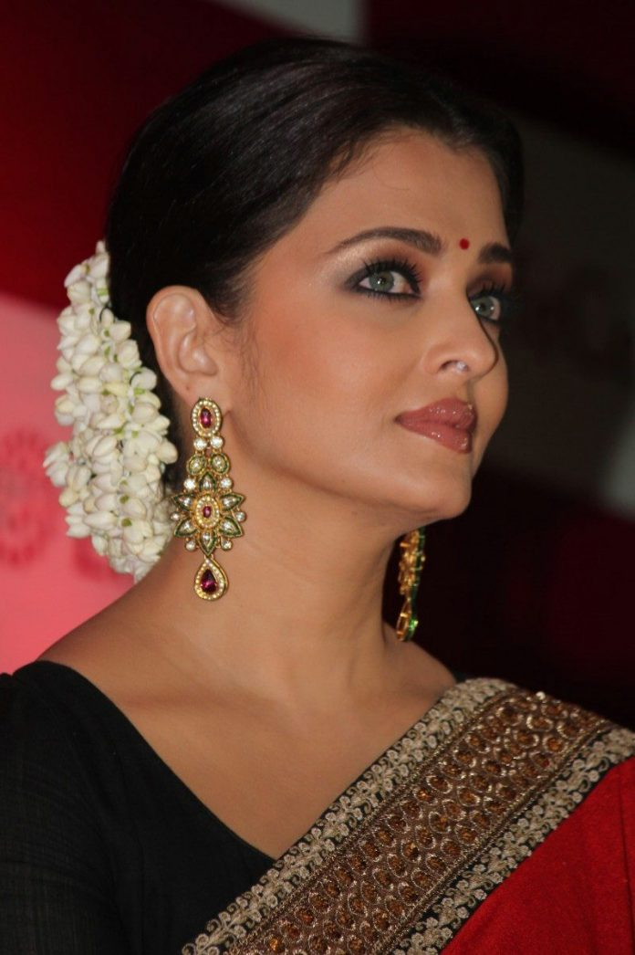 Aishwarya Rai At Lifecells Launch Stills (35)