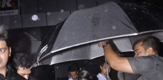 Arpita Khan spotted braving the rains and the shutterbugs