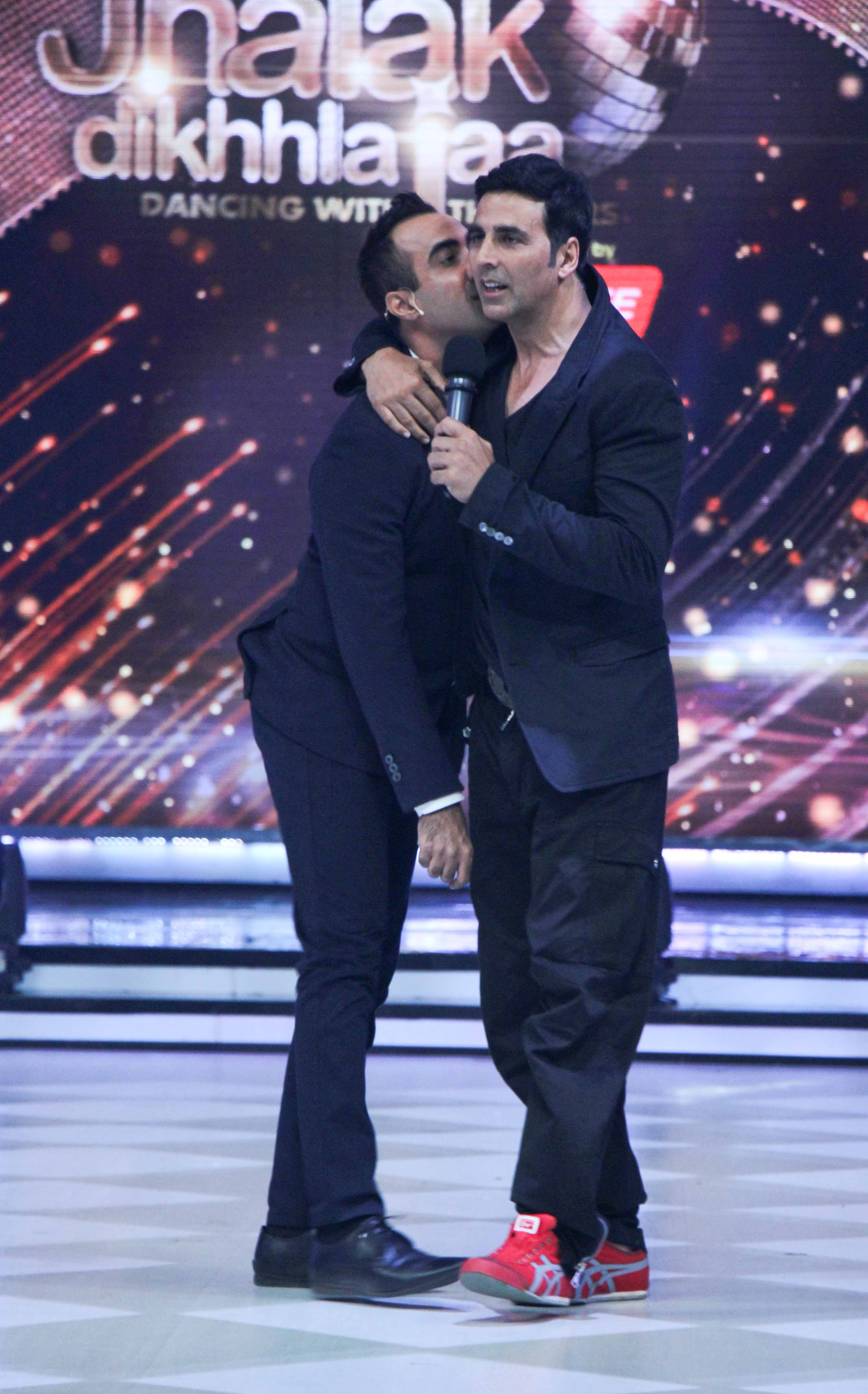 Akshay Kumar promotes entertainment