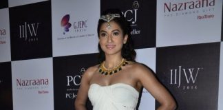IIJW 2014 Photos – Gauhar Khan sizzles the ramp with IIGJ jewels