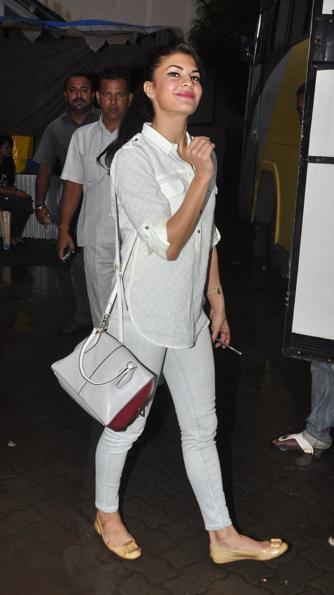 Jacqueline in bandra (4)