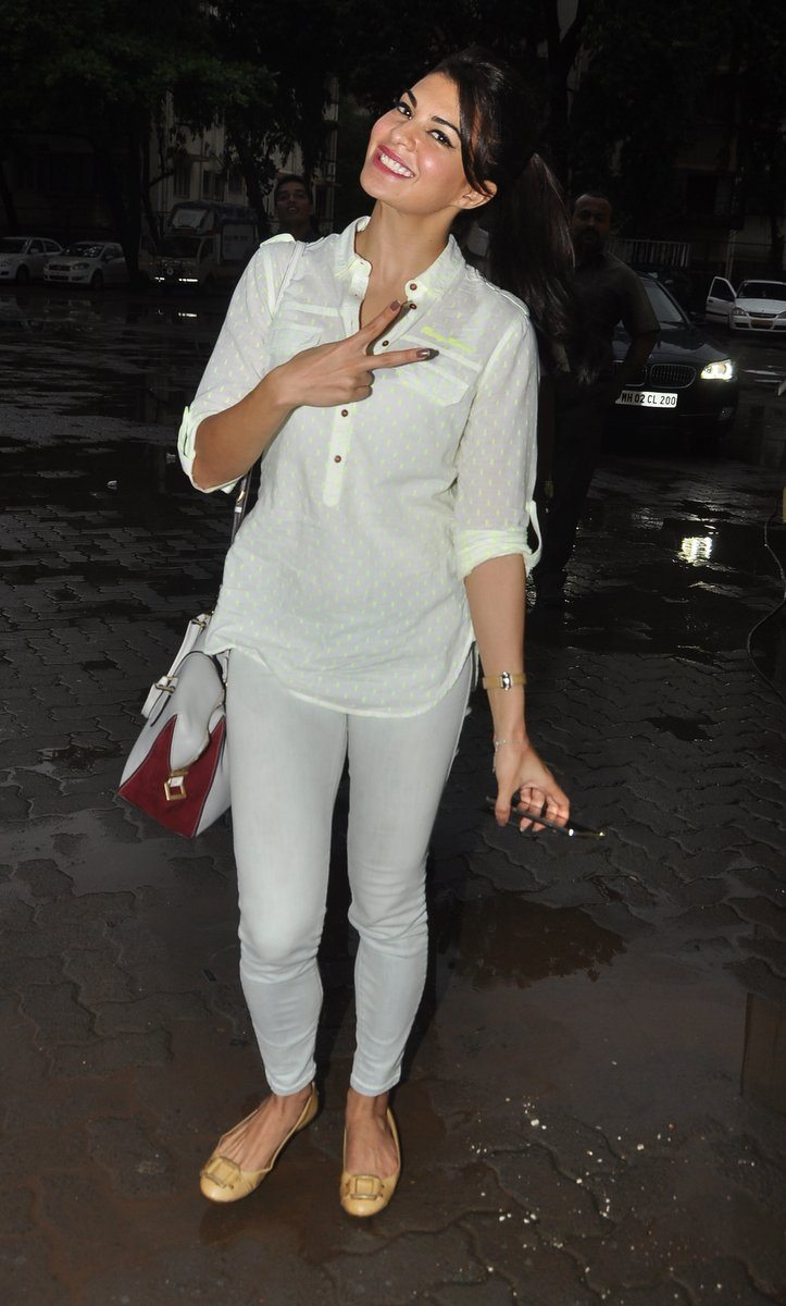 Jacqueline in bandra (5)
