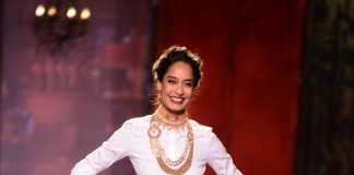ICW 2014  Photos – Lisa Haydon walks the ramp for Monisha Jaisingh