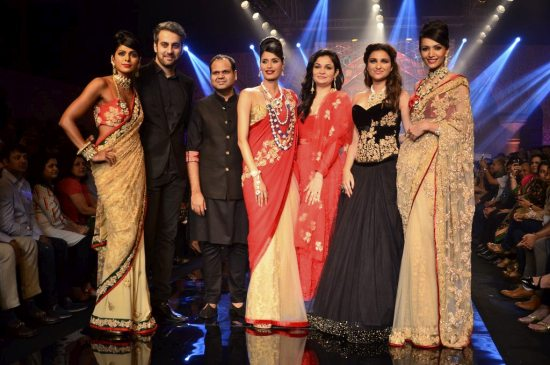 Parineeti_Chopra_IIJW_2014_AKS17