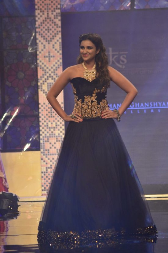 Parineeti_Chopra_IIJW_2014_AKS4