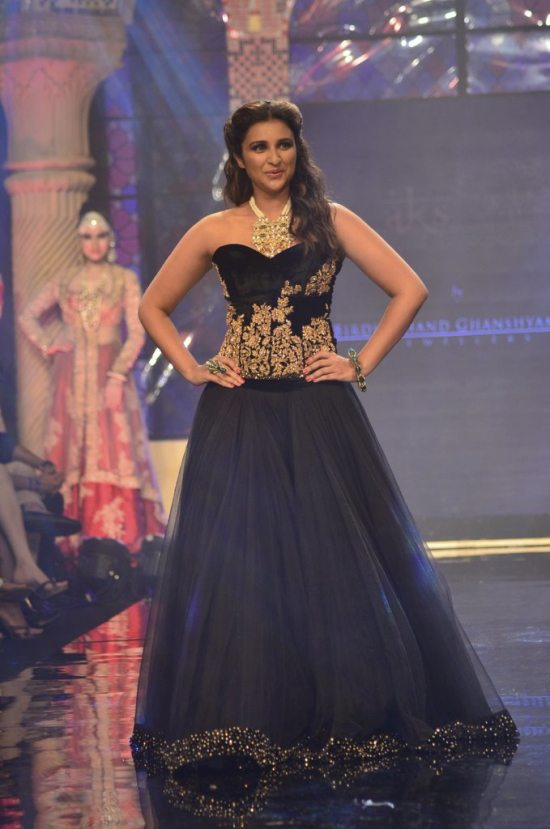Parineeti_Chopra_IIJW_2014_AKS5