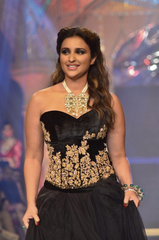 Parineeti_Chopra_IIJW_2014_AKS6