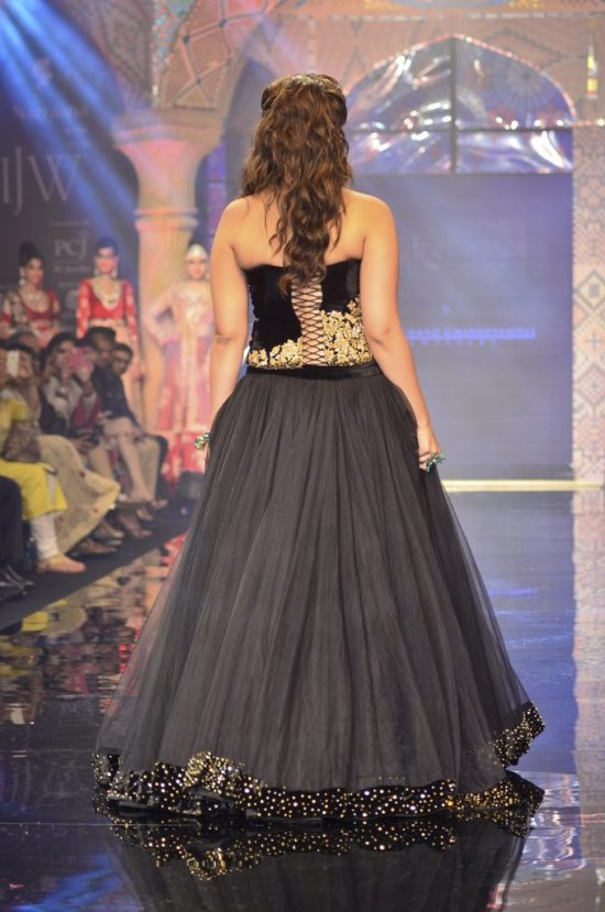 Parineeti_Chopra_IIJW_2014_AKS8