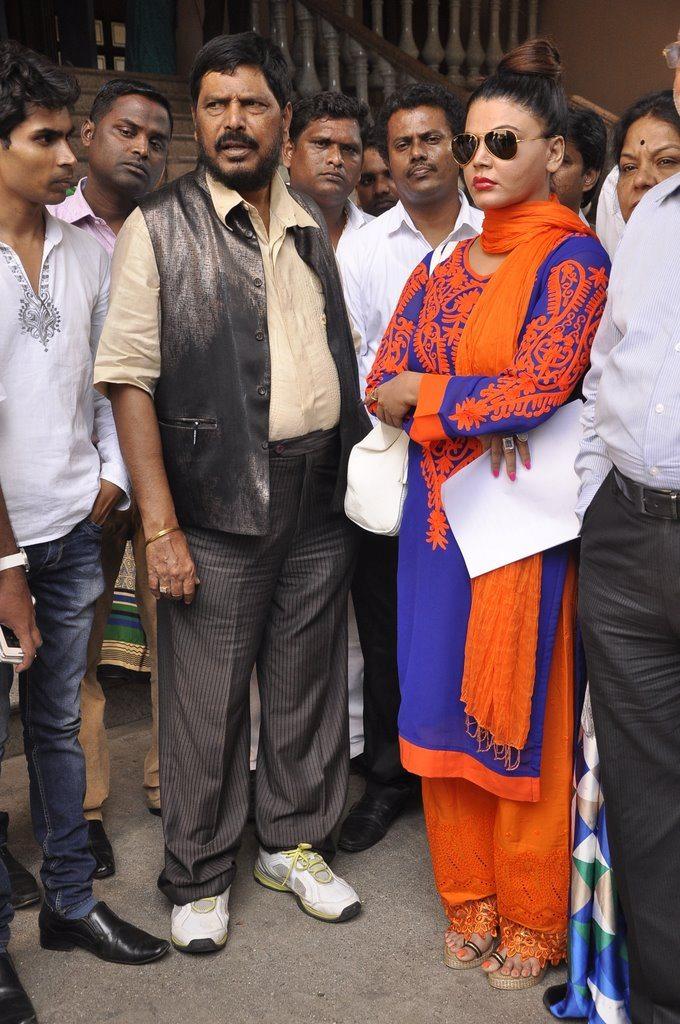 Rakhi sawant politics (2)
