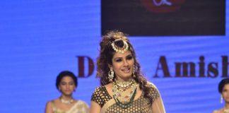 IIJW 2014 Photos- Raveena Tandon walks for Dipti and Amisha