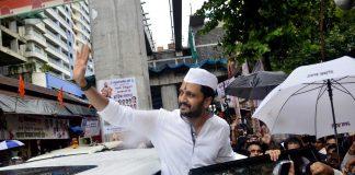 Riteish Deshmukh seeks blessings for Lai Bhari